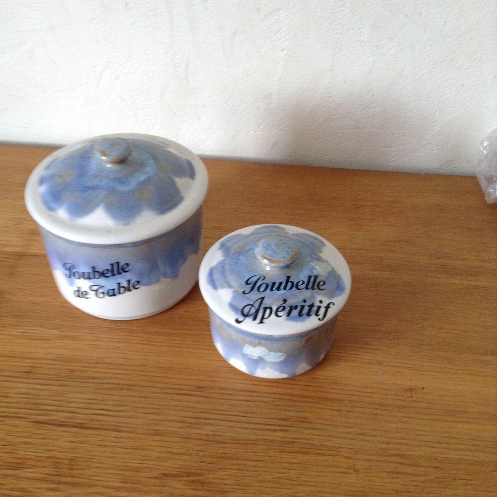 2 poubelles de table 3 Saint-Gilles-Croix-de-Vie (85)