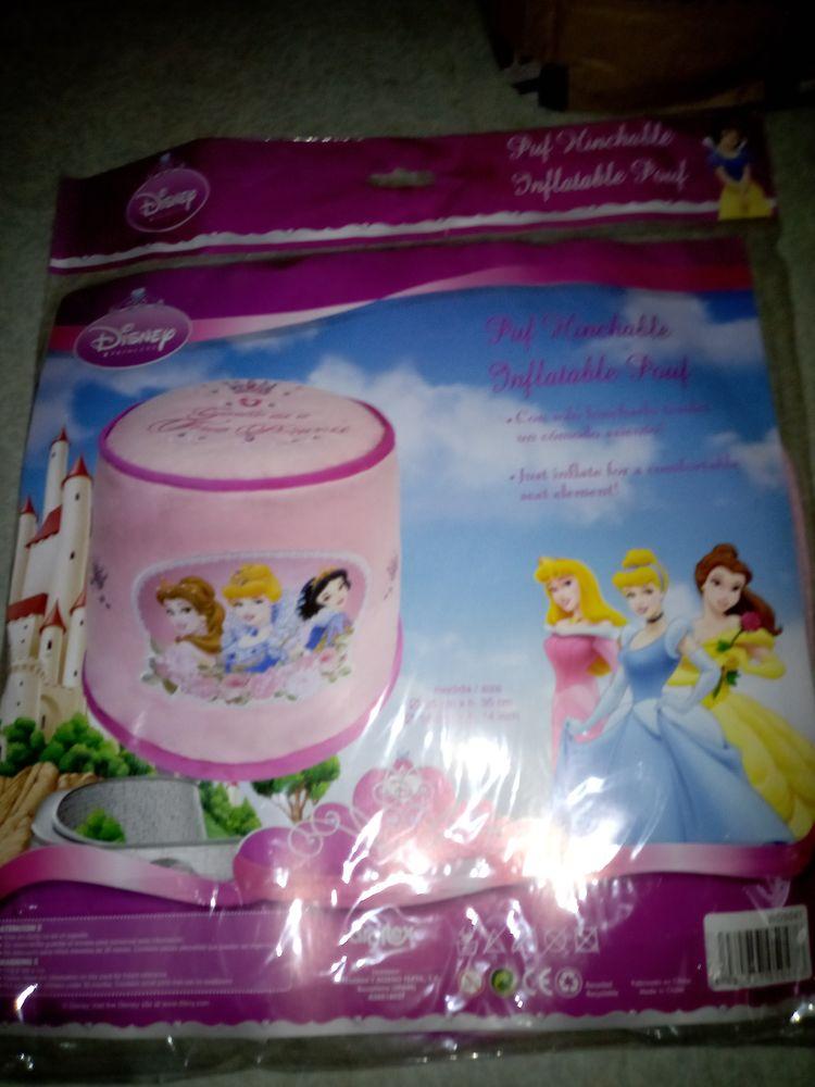 Lot de poufs gonflable Disney et Buzz l'eclair 0 Villefontaine (38)