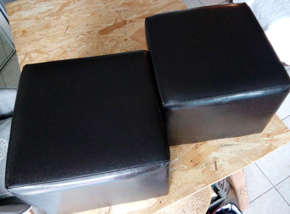 lot 2 poufs marron Meubles
