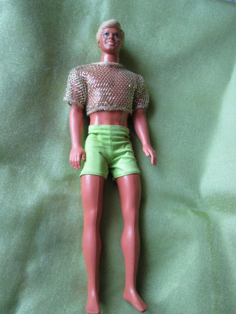 Poupée  mannequin homme ,Mattel  , Ken ,  blond  ,  en short 12 Goussainville (95)
