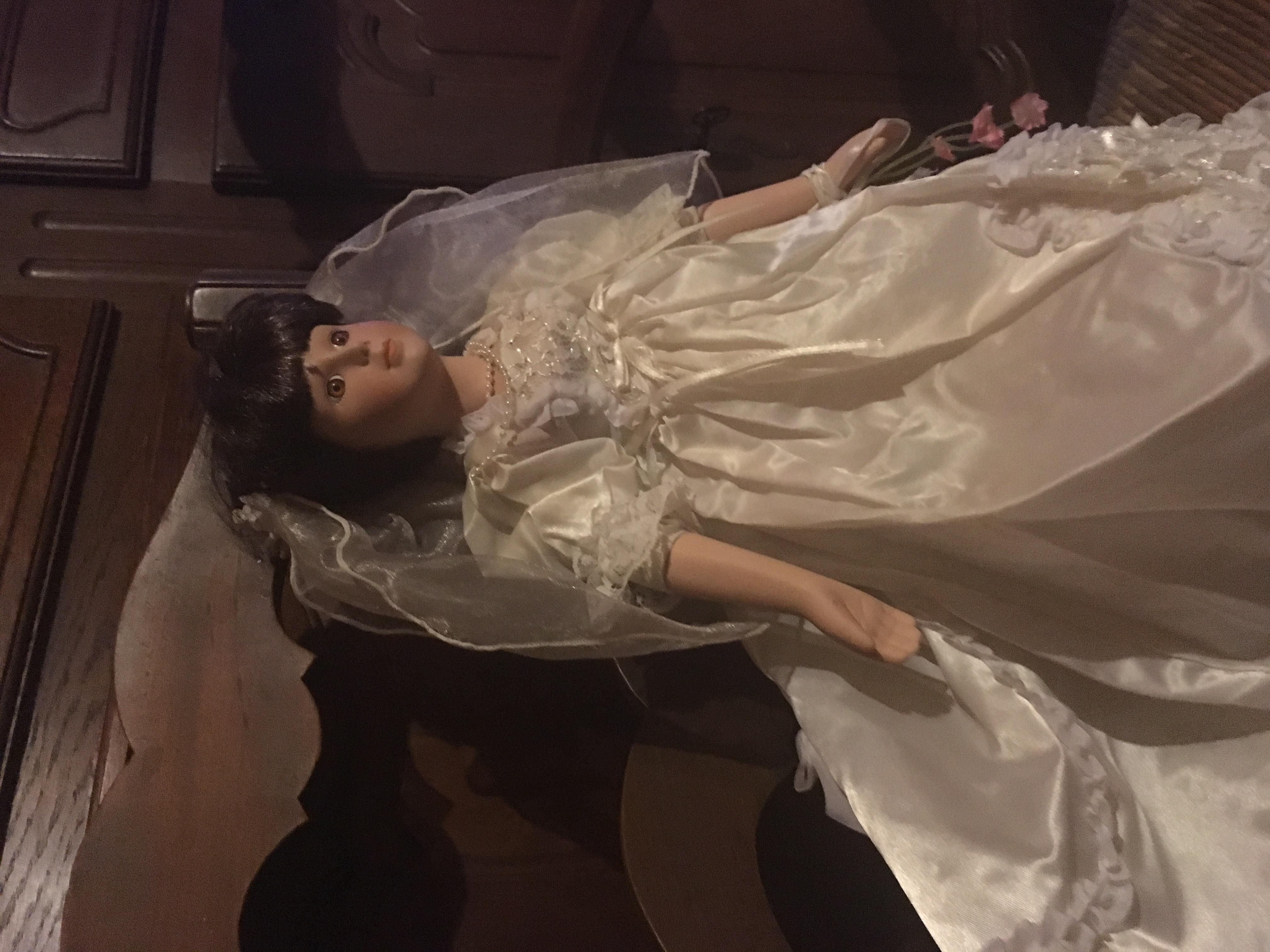 poupee mariage porcelaine véritable  40 Saint-Julien-les-Rosiers (30)