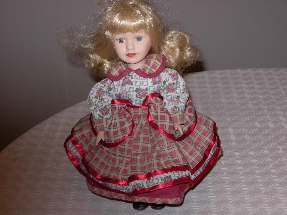 Poupée en porcelaine H 30 cm, robe écossaise, cheveux blonds 5 Chénérailles (23)
