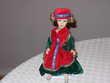 Poupée en porcelaine, H 25 cm, sur socle, robe velours Chénérailles (23)