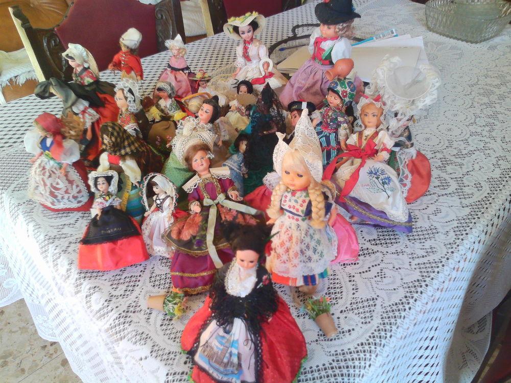 lot de 30 poupées folkloriques 3 Salon-de-Provence (13)