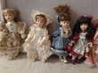 Poupées de porcelaine contre figurines Disney  Ou 10 €