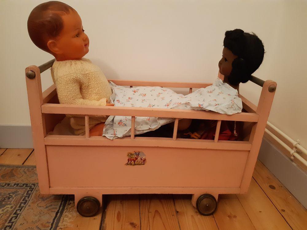 Lit pour poupées ancien en bois  0 Saint-Quentin (02)