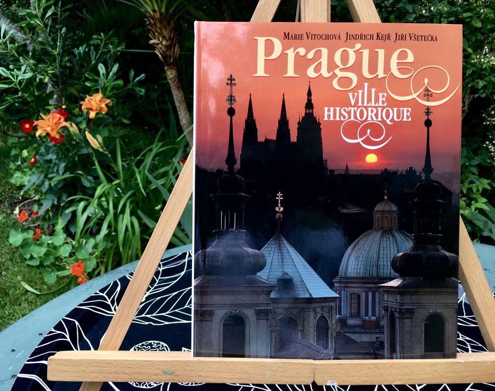 PRAGUE, ville historique;Beau livre d'art et d'histoire neuf 7 L'Isle-Jourdain (32)