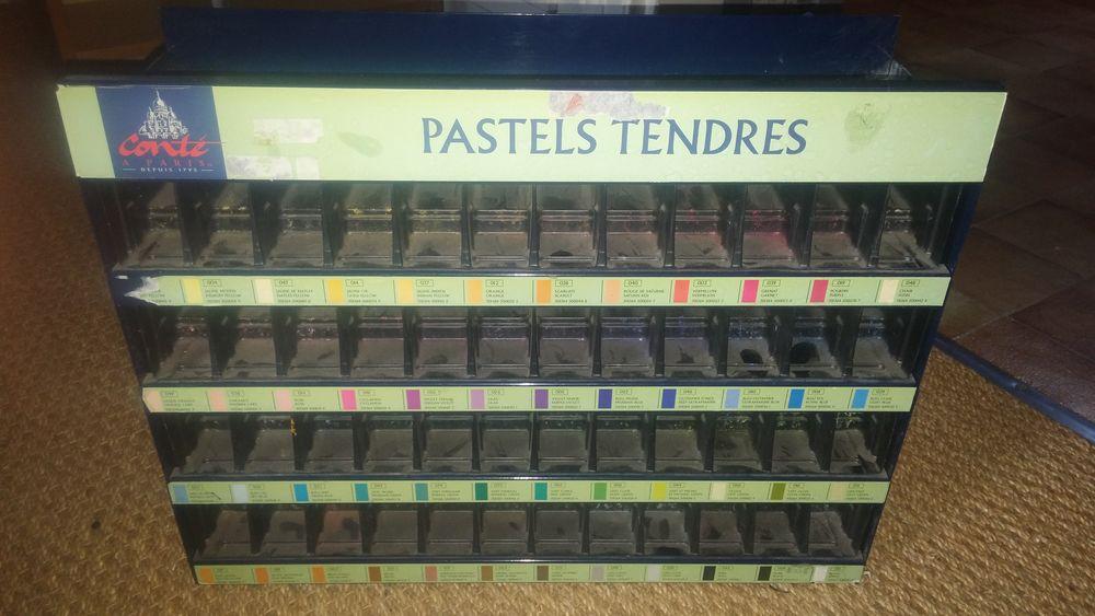 Présentoir / rangement  de pastels  CONTE  - Bleu 23 Nantes (44)
