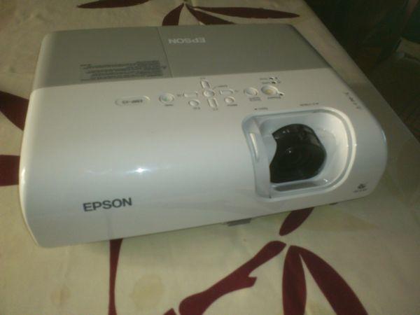 Projecteur EPSON MF-5           à Saisir: 150€ 150 Saint-Leu-d'Esserent (60)