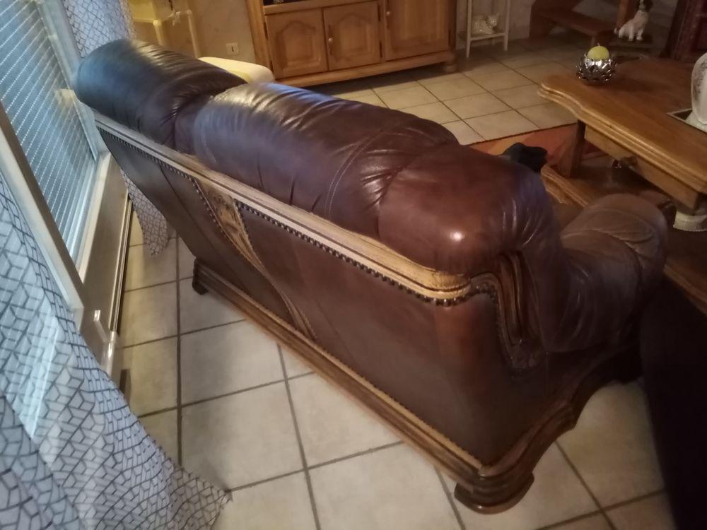 Propose un canapé cuir en bon état  70 Dombasle-sur-Meurthe (54)