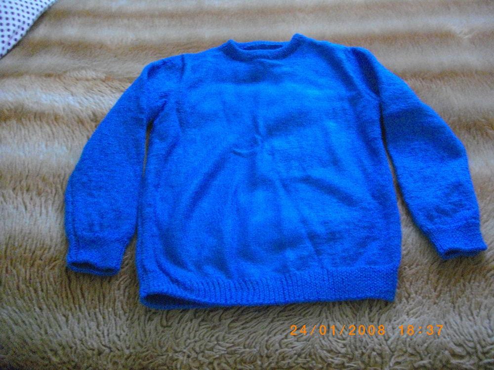 PULL BLEU EN LAINE - TAILLE : 40/42 Vêtements