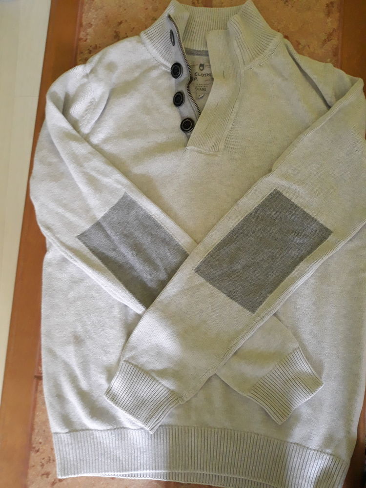 pull de couleur gris clair 7 Beauquesne (80)
