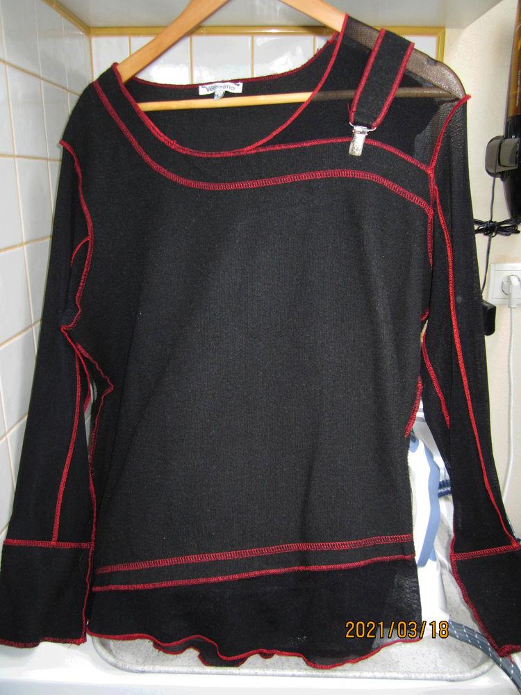 pull noir avec fantaisie rouge 10 Saint-Alban-de-Roche (38)