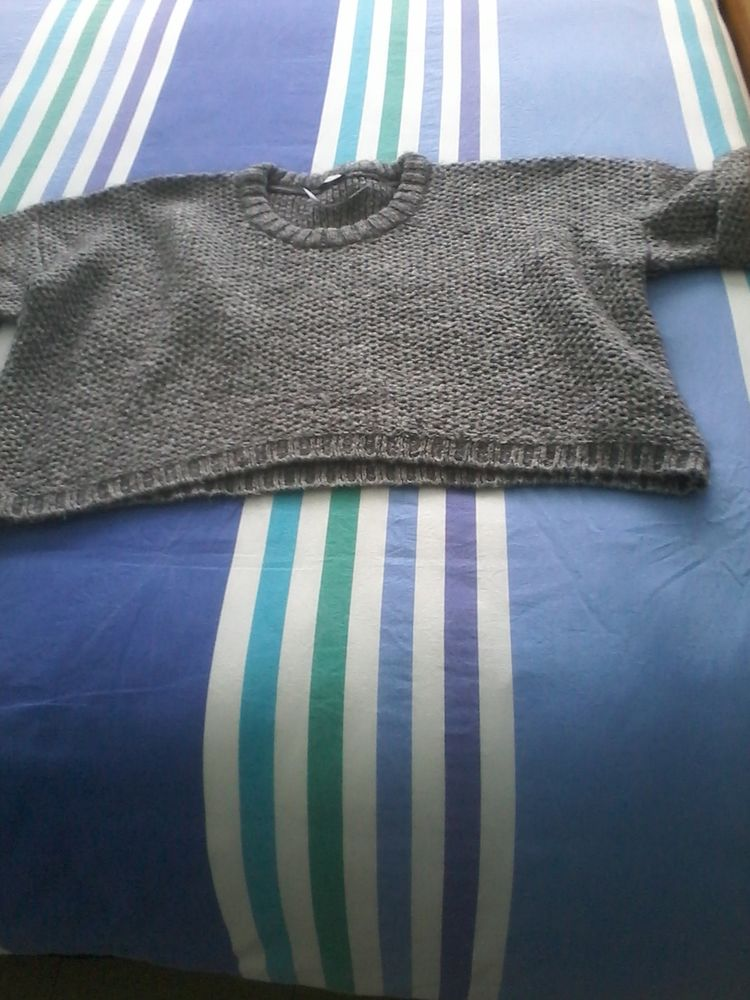 Pull  pancho pimkie neuf pour offrir  15 Tourcoing (59)