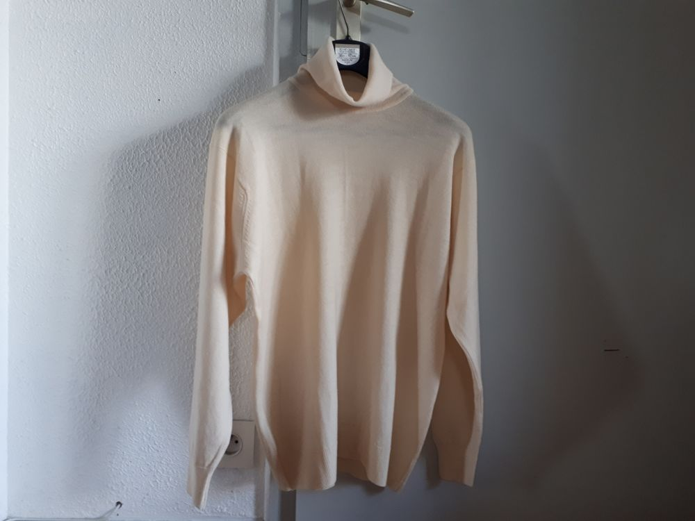 Pull col roulé pure laine Made in England - 42/44 - 12 euros Vêtements