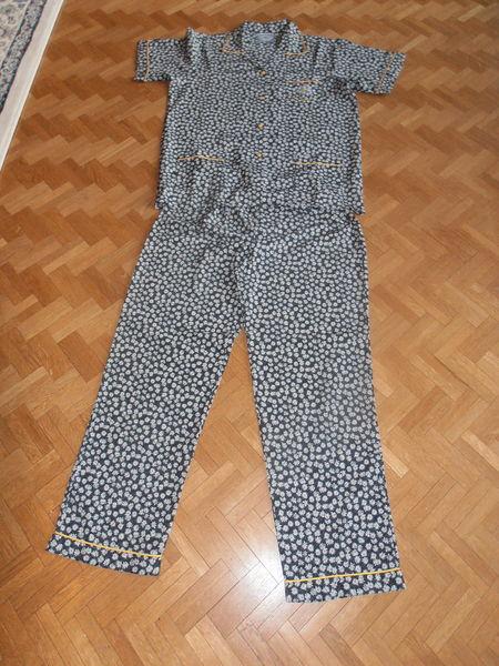 Pyjama marine motifs marguerites (77) 12 Tours (37)