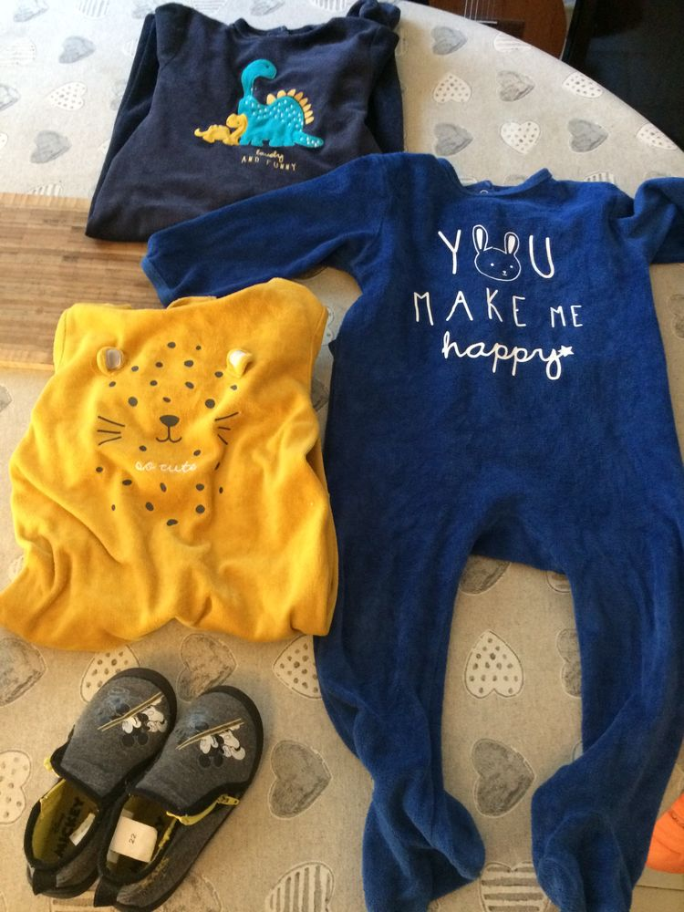 lot 3   pyjamas 1 pièce et chaussons Mickey taille 23 20 Luynes (13)