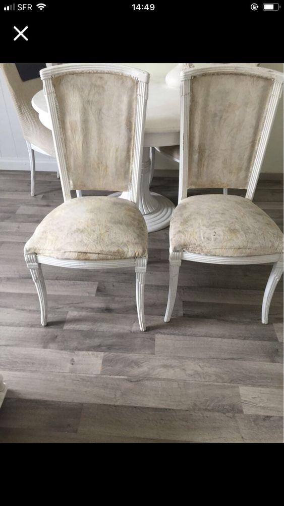 quatre chaise en bois hauteur  97 largeur 42 tissu vieilli mais la chaise est bien solide en bois 30 Lille (59)