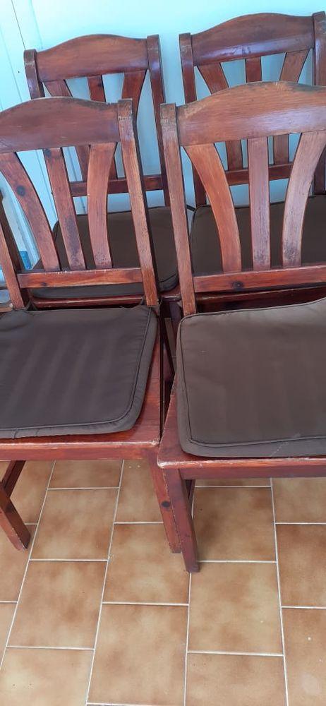Lot de quatre chaises  120 Saint-François (97)