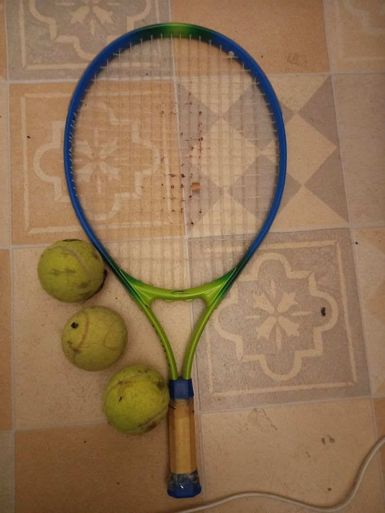 Raclette de tennis et 3 balles 15 Paris 17 (75)
