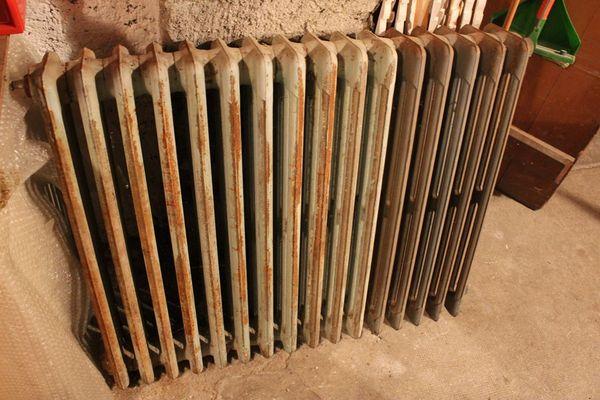 Achetez radiateur ancien en occasion annonce vente sens 89 wb152645690 for Repeindre un radiateur en fonte