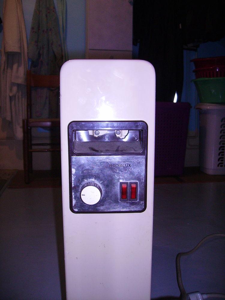 radiateurs bain d 39 huile occasion annonces achat et vente. Black Bedroom Furniture Sets. Home Design Ideas