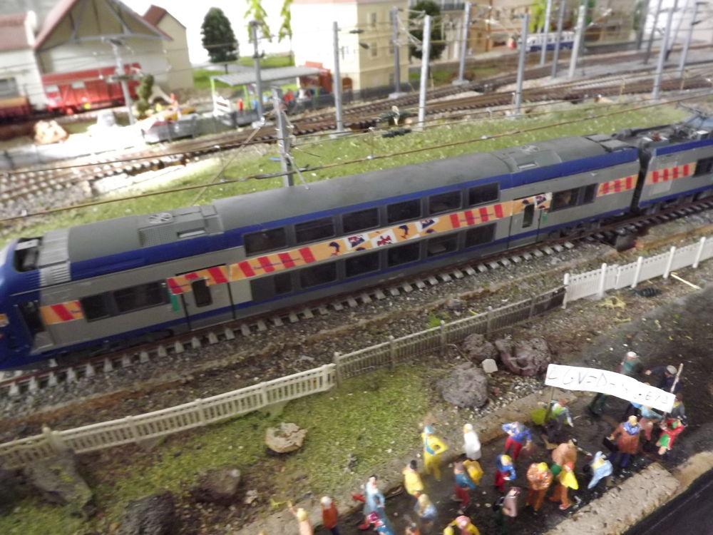 Rame automotrice Z 23500 SNCF et deux locomotives + pièces  600 Carnoules (83)