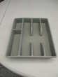 range couverts en plastique gris foncé plus un demi avec Bricolage