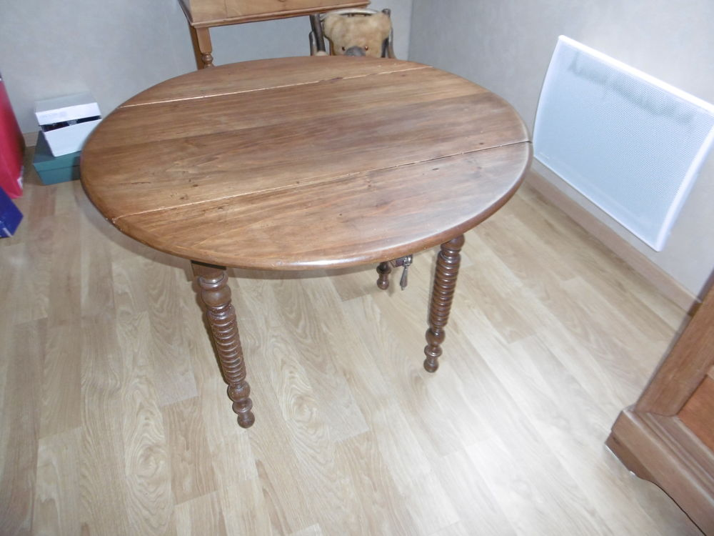 RARE PETITE TABLE RONDE EN BOIS AVEC 2 ABATTANTS  105 Fleury-sur-Andelle (27)