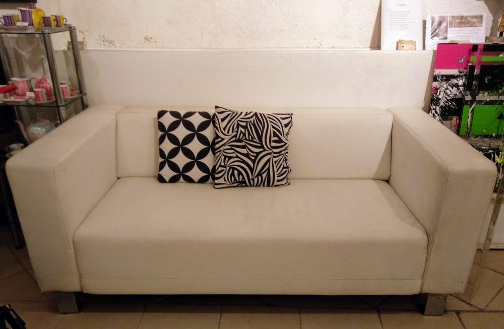 Ravissant canapé design 2 places blanc en simili cuir 110 Biot (06)