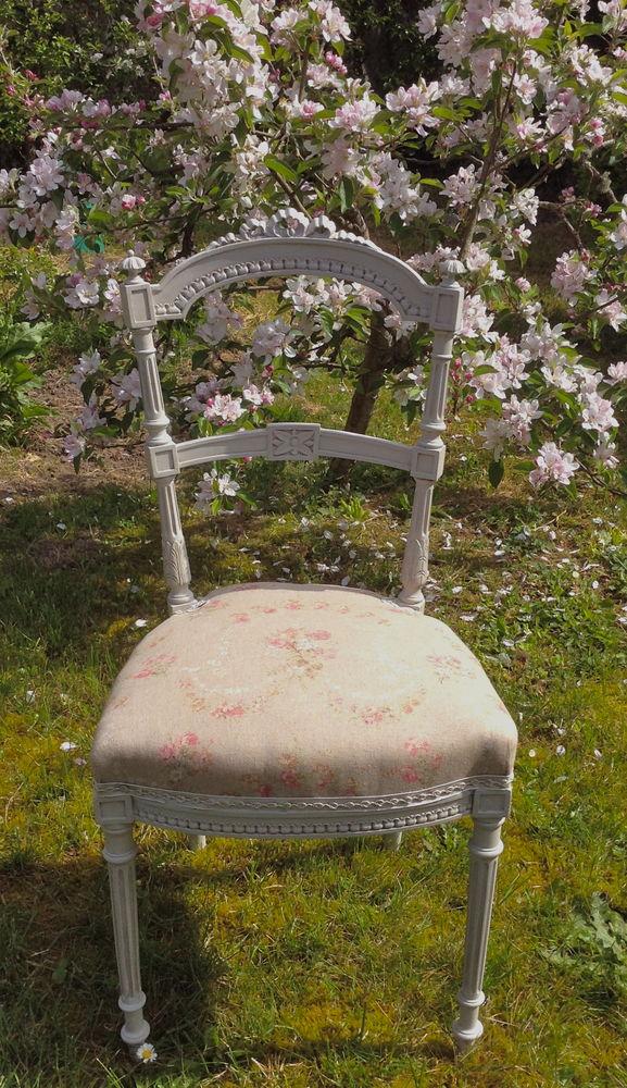 Ravissante chaise Louis XVI . Patine à l'ancienne 140 Saint-Cyr-sur-Morin (77)