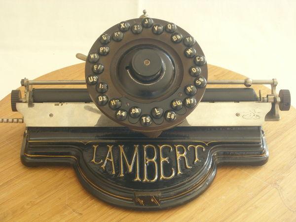 Recherche anciennes machines à écrire et à calculer. 1 Bourges (18)