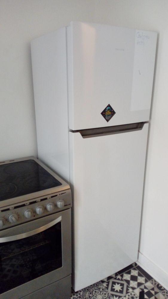 Réfrigérateur / congélateur Essentielb - sous garantie 220 Montreuil (93)