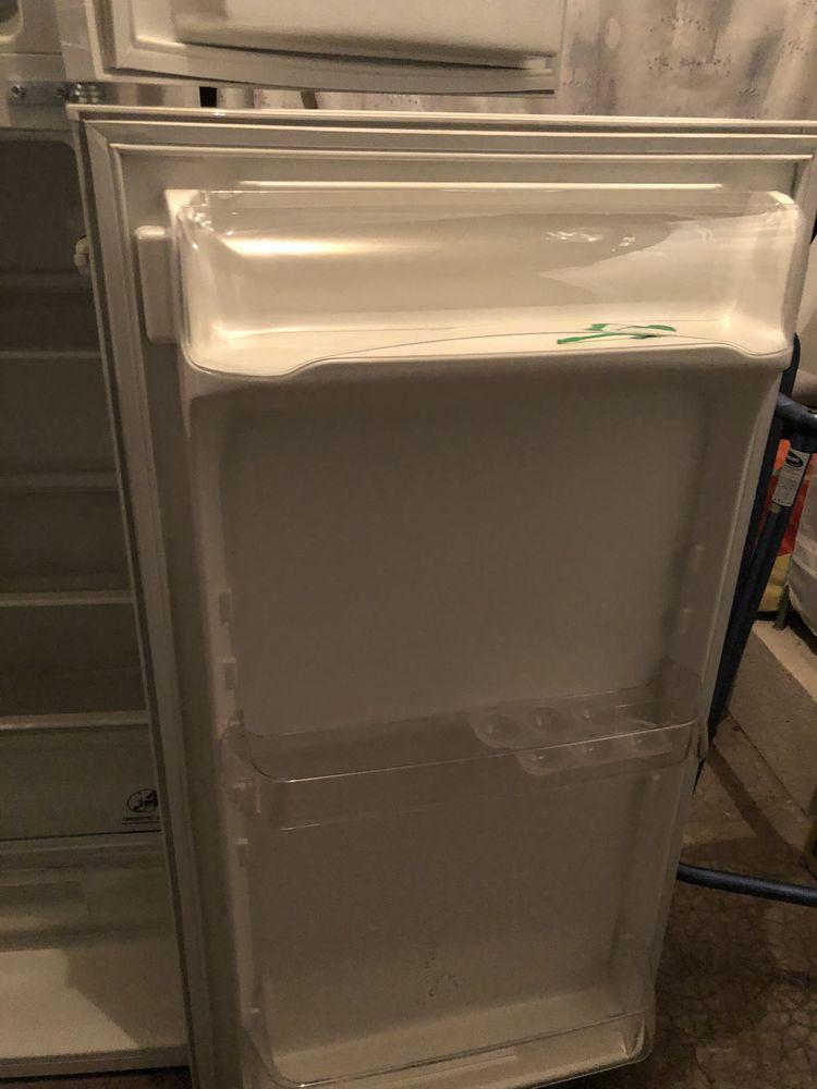 Réfrigérateur congélateur de marque FAURE. 100 Le Raincy (93)