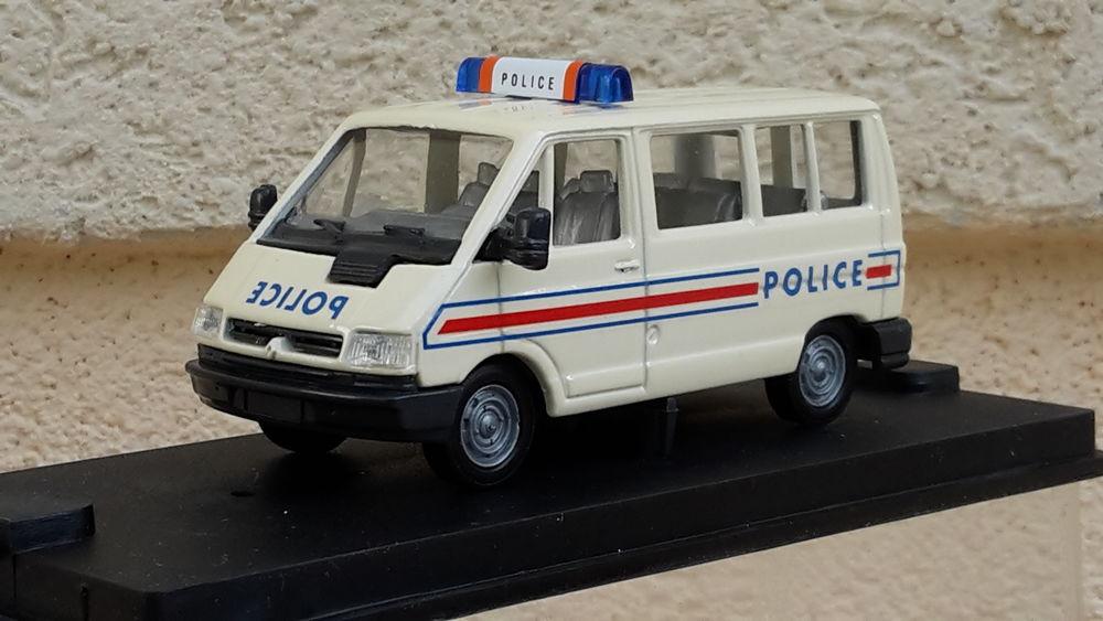 Renault Trafic vitré Police