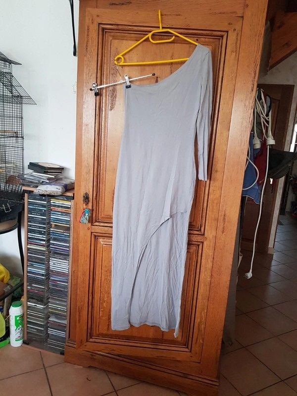 Robe asymétrique grise longue d un côté courte devant une ma 10 Viriat (01)