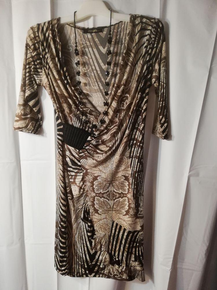 robe avec collier 10 Charvieu-Chavagneux (38)