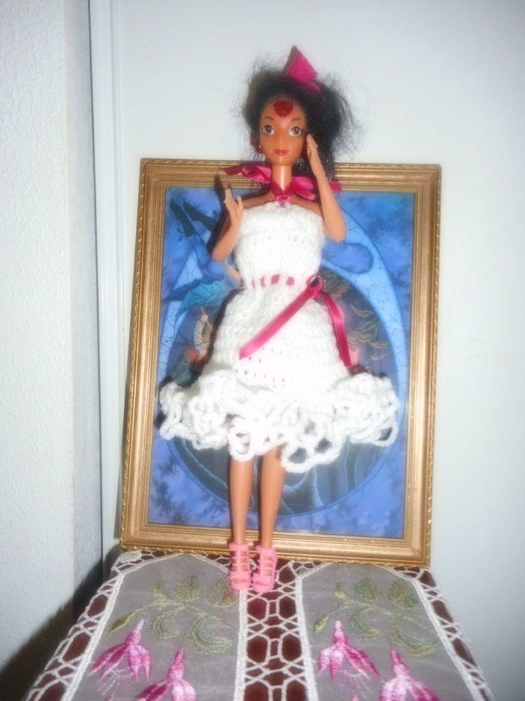 robe blanche crochetée mains volantée pour poupée barbie . 0 Lignan-sur-Orb (34)
