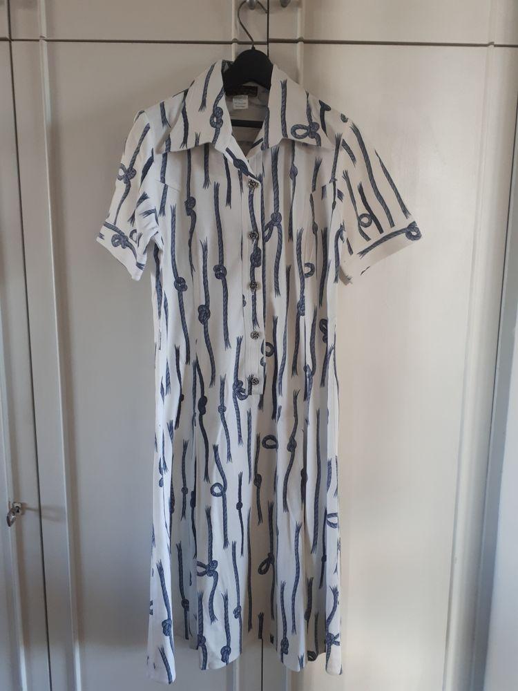 Robe blanche motifs noeuds marins - 40  -  16 euros 16 Villemomble (93)