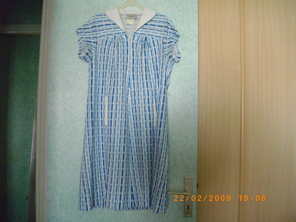 ROBE BLEUE ET BLANCHE - TAILLE : 42/44 15 Perros-Guirec (22)