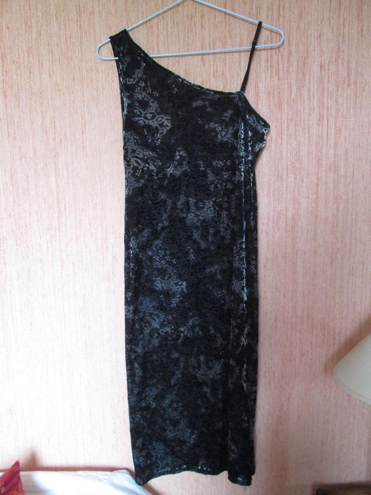 Robe à bretelle noire reflets argentés 12 Herblay (95)