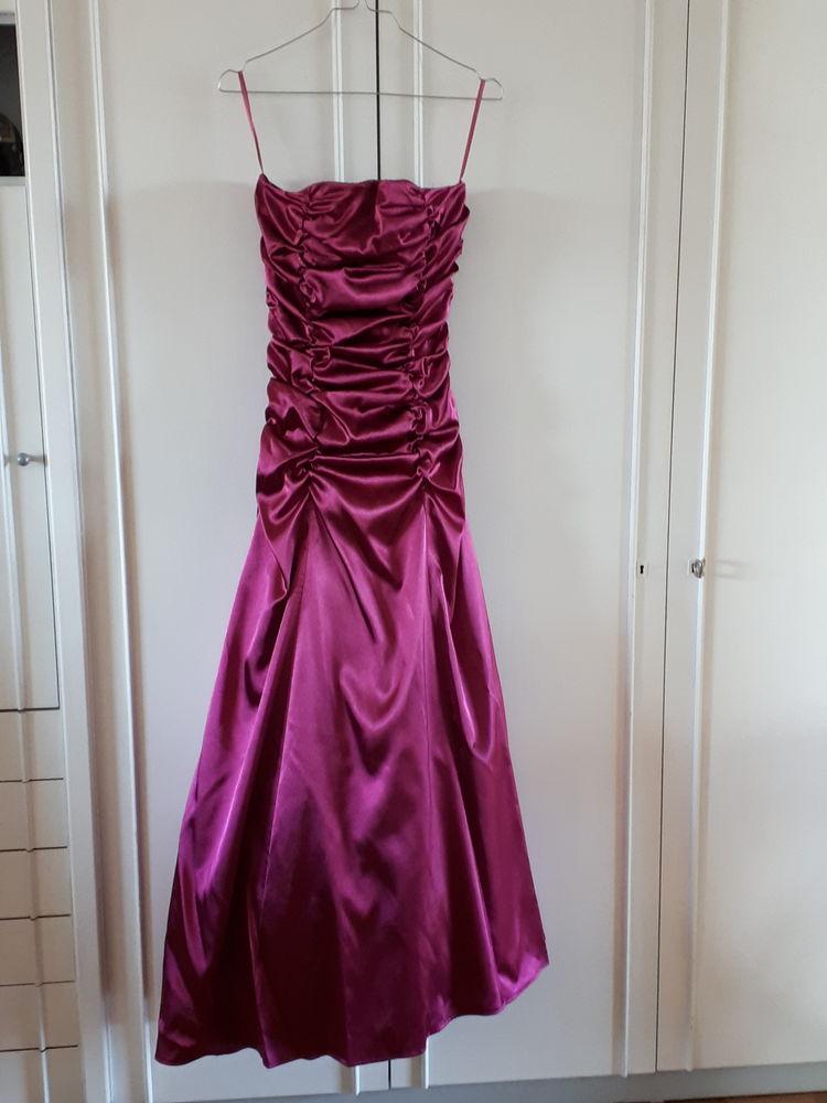 Robe cérémonie originale et très féminine fuschia- 120 euros 140 Villemomble (93)