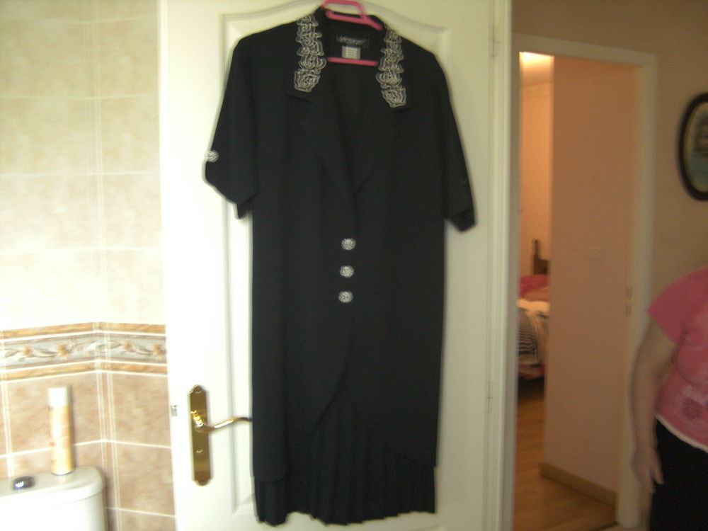 robe cérémonie 60 Aouste-sur-Sye (26)
