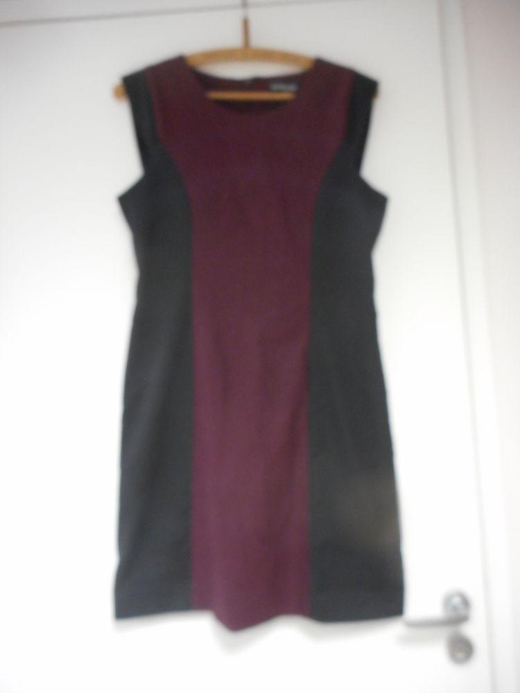 Robe chasuble noire et bordeaux T 38 15 Nieuil-l'Espoir (86)