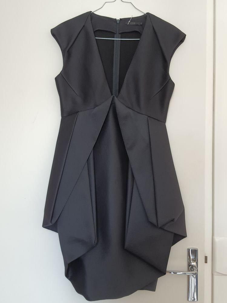 Robe cocktail noire.  50 Meaux (77)