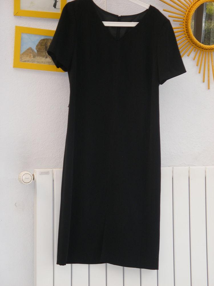 robe courte (genoux) 20 Ozoir-la-Ferrière (77)