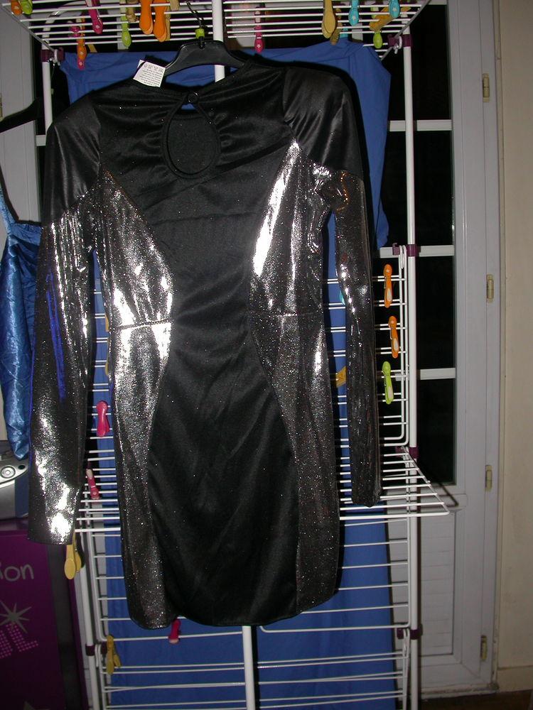 robe déguisement argent et noire. taille   .M. 8 Auvers-sur-Oise (95)