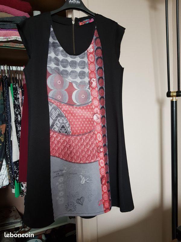 Robe Desigual évasée noire gris rouge 25 Noisy-le-Grand (93)