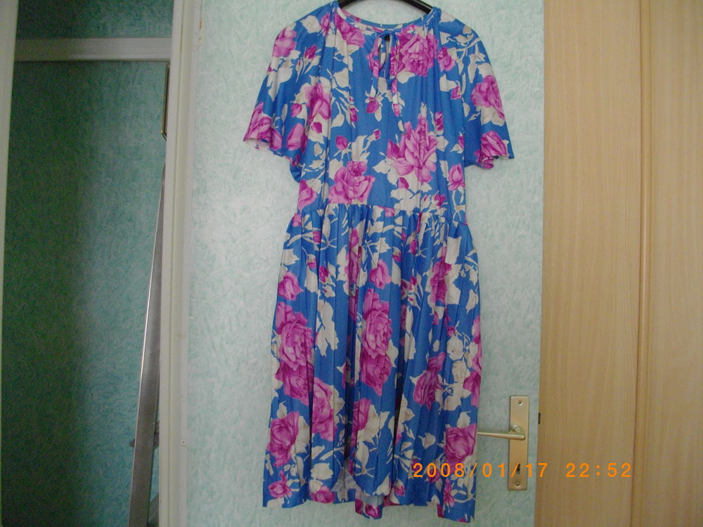 ROBE A FLEURS - TAILLE : 46  15 Perros-Guirec (22)