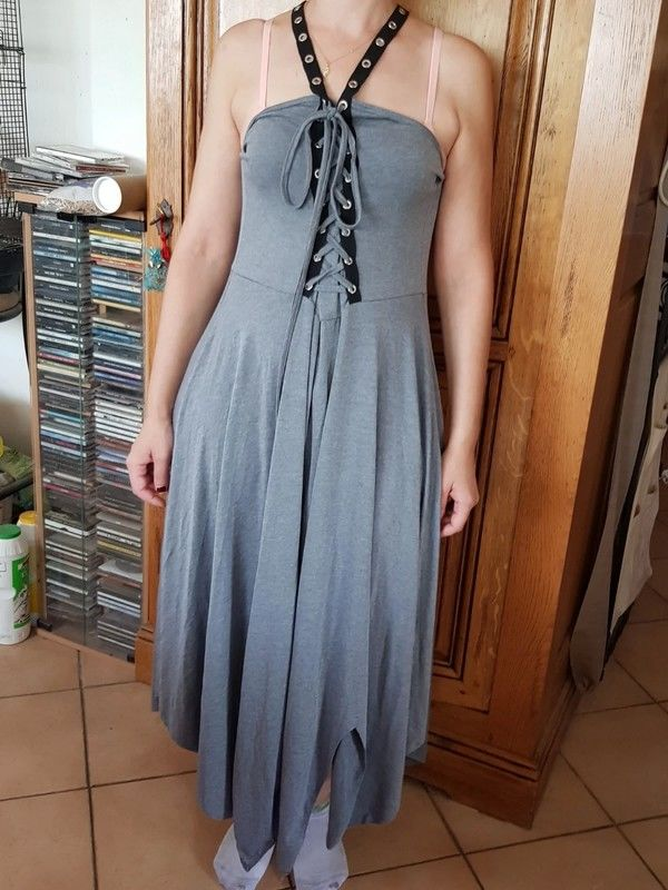 Robe grise longue en coton bretelles qui se croisent dans le 17 Viriat (01)